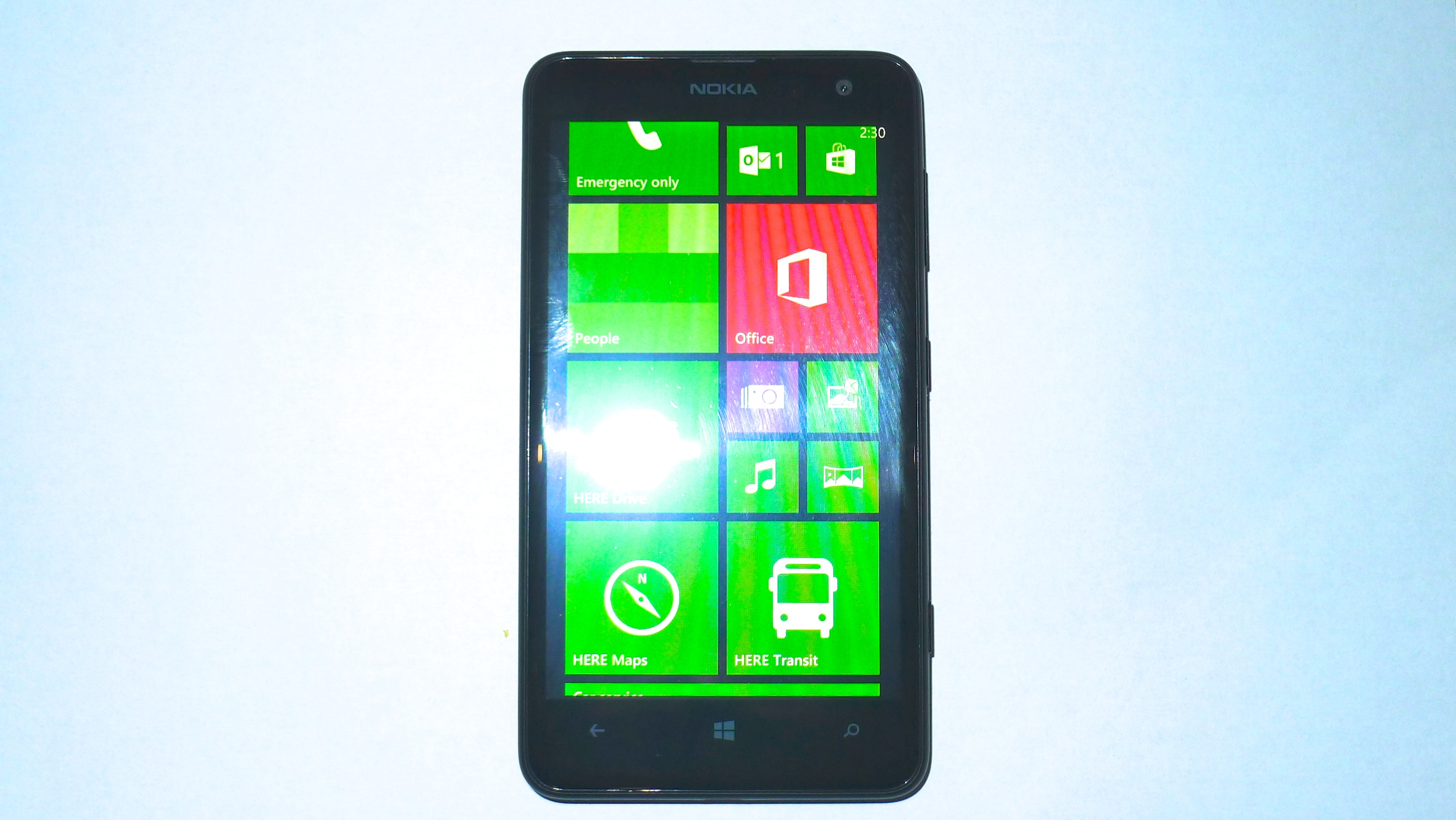 Nokia Lumia 625. Budget smartphone with big but low res screen